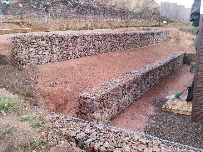 подпорная стенка из габионов на участке