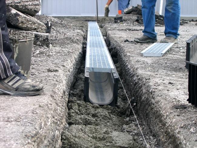 канавы с декоративной решеткой для отвода воды
