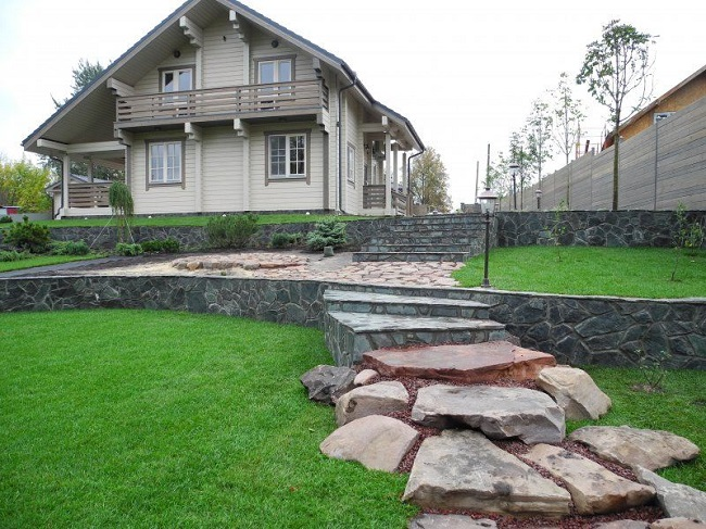 подпорная стенка для укрепления склона в жилой зоне