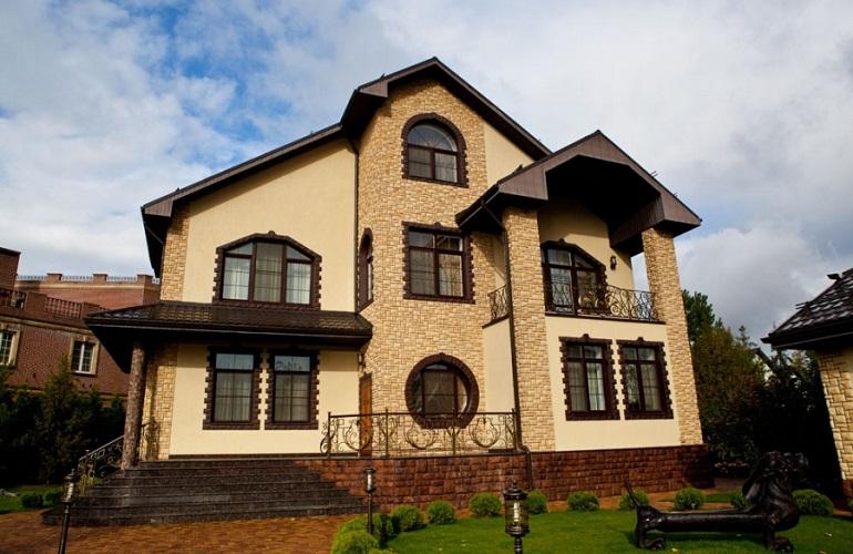 фасад дома отделанный камнем