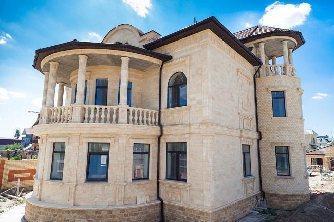 отделка фасада дома дагестанским камнем