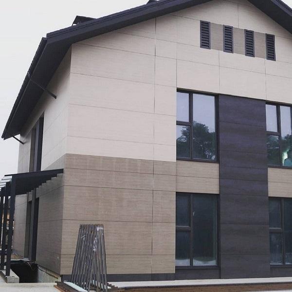 фасад дома из керамогранита
