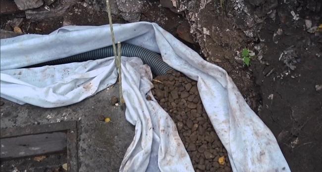 прокладка дренажной трубы для монолитной стенки