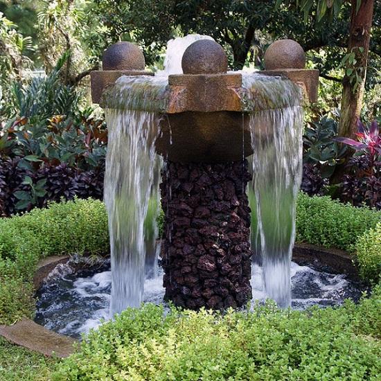 водопад фонтан а участке