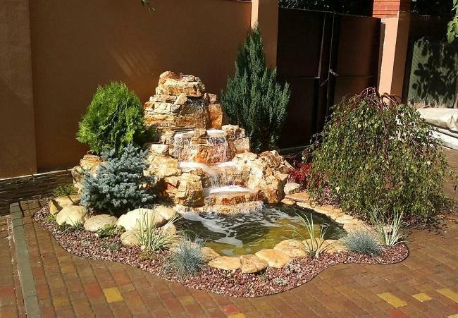 миниатюрный водопад на даче