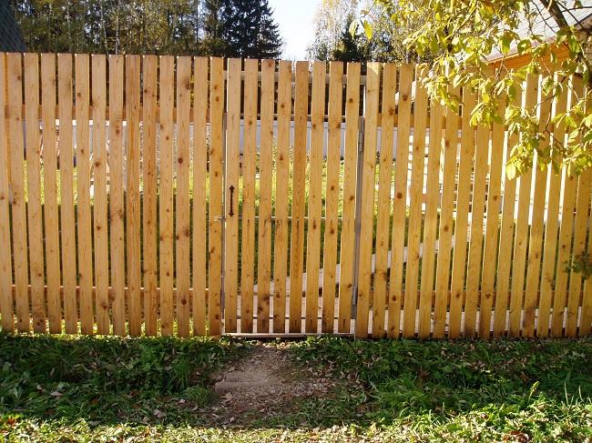 деревянный штакетник для забора дачи