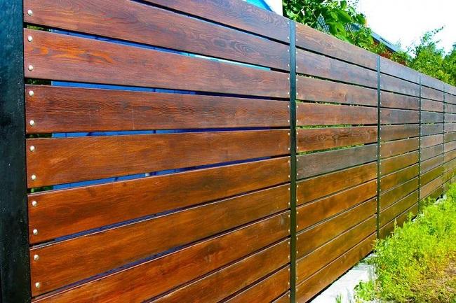 красивый забор из обрезной доски