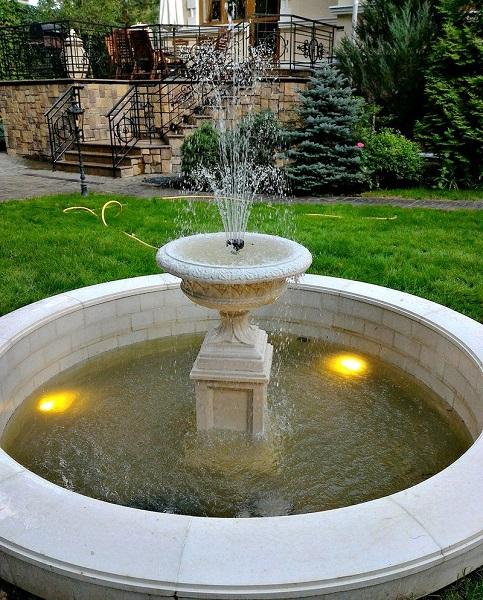 классический фонтан на участке