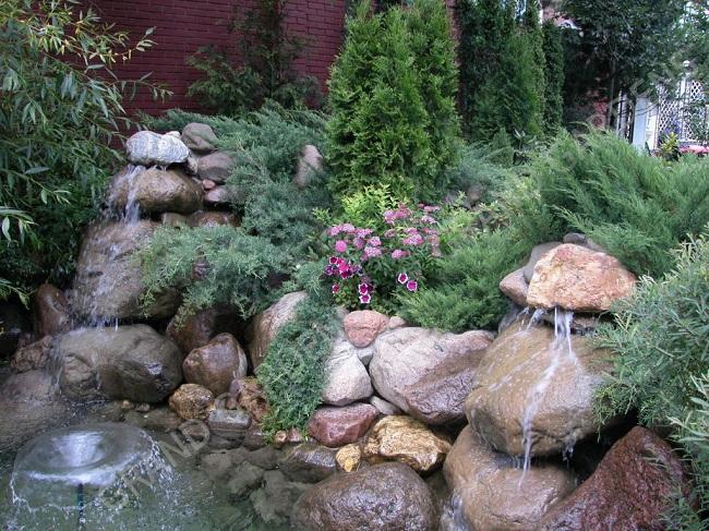 рокарий с водопадом и фонтанчиком