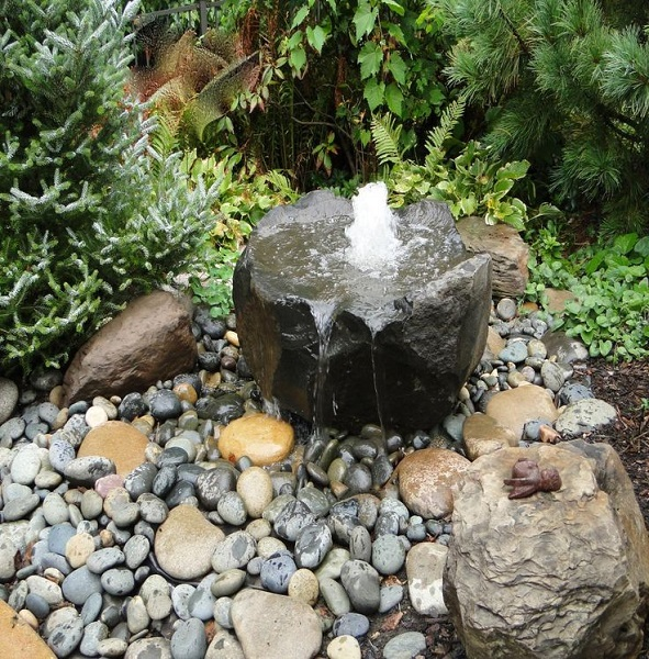 фонтан из валуна