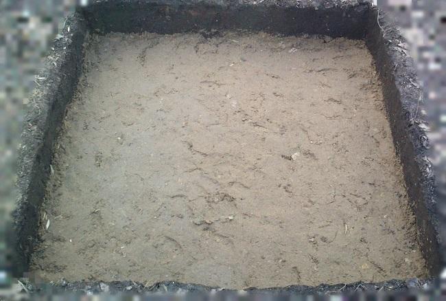 песок на дно ямы