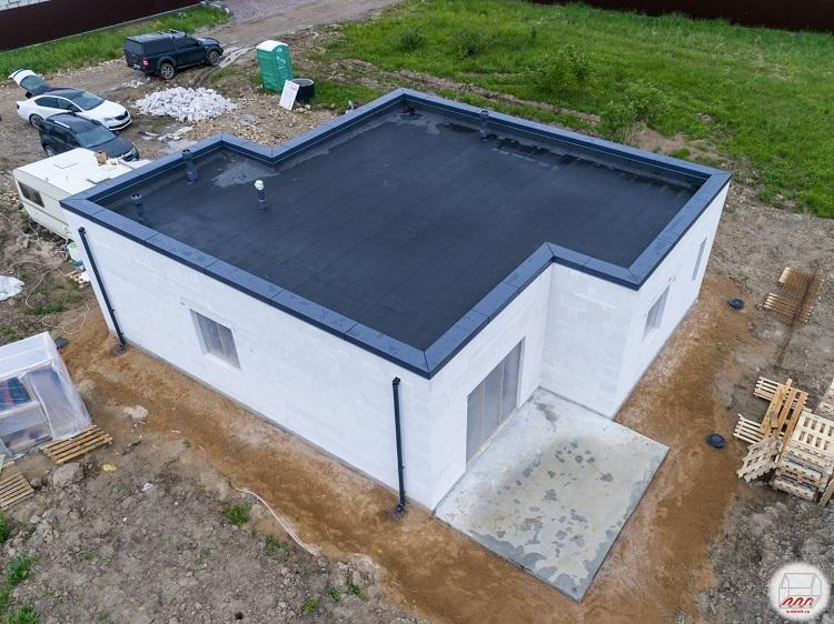 дом из газобетона с плоской крышей