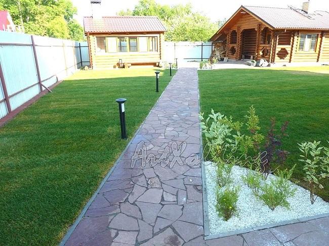 симметричные садовые дорожки из камня на участке