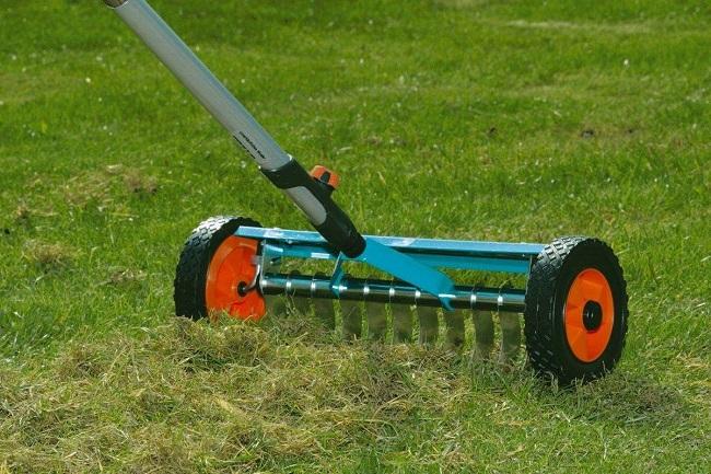 ручной скарификатор для газона