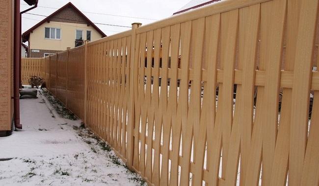 плетеный забор из пвх