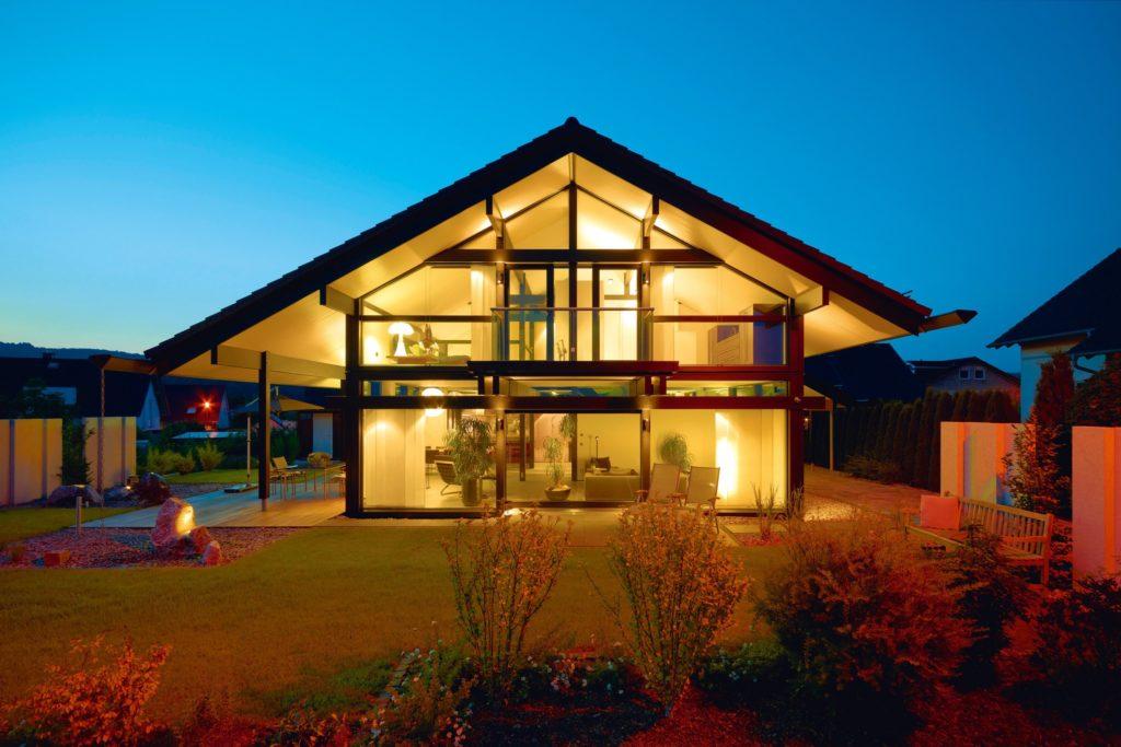 фахверковый дом с панорамными окнами