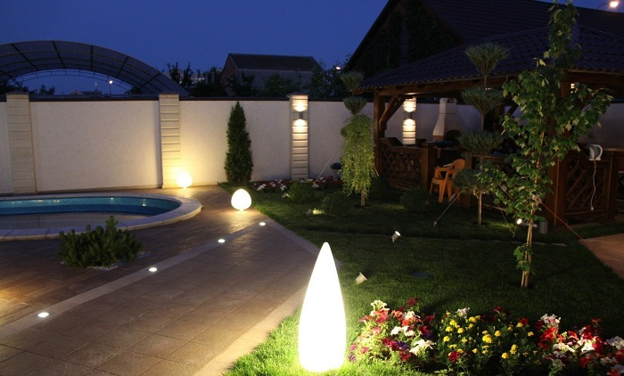 освещение ландшафтное во дворе