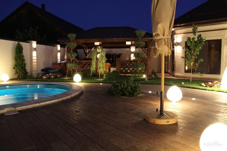 декоратвиное освещение загородного дома