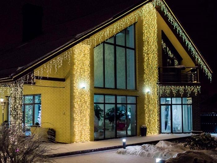 праздничное освещение светодиодными гирляндами фасада
