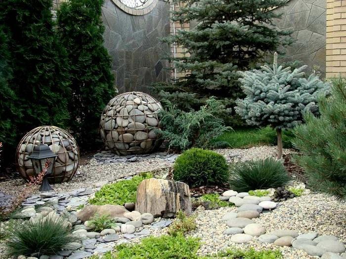 каменистый сад с хвойниками