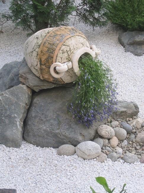 декорирование сада из камней