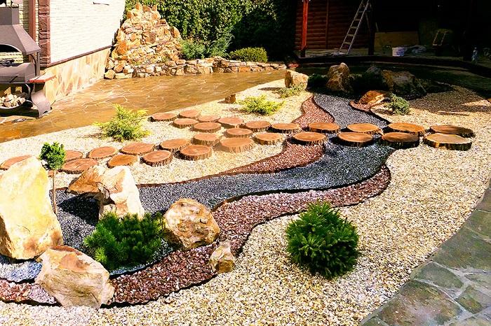 гравийный садик с камнями