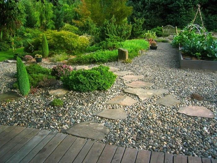 гравийный сад с дорожками