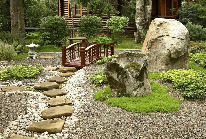 японский сад камней с дорожками