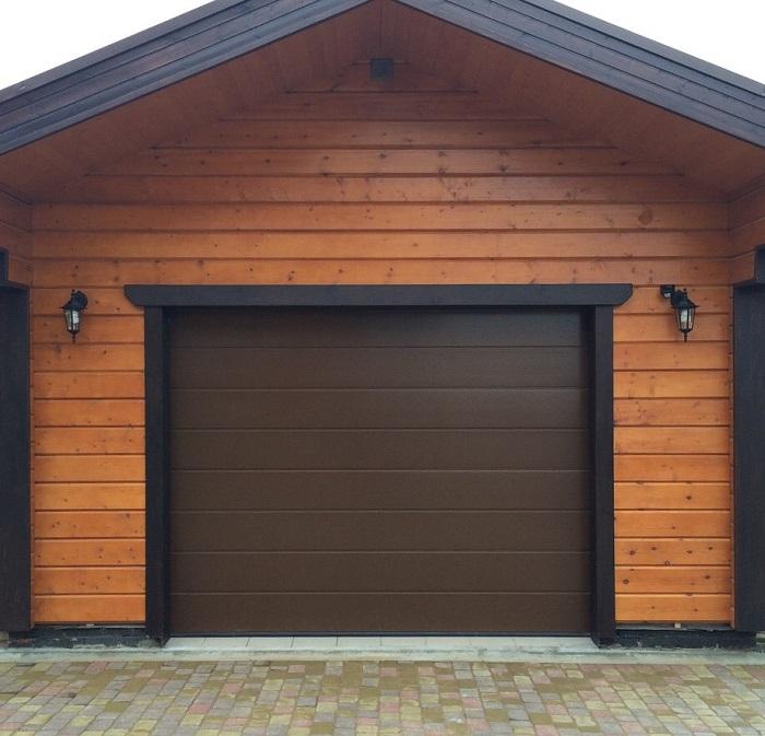 секцтонные ворота для гаража из бруса