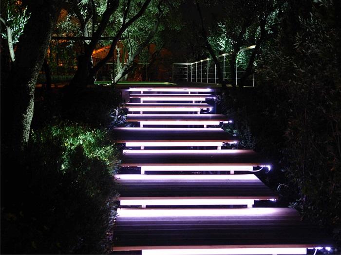подсветка встроенная для ступенек