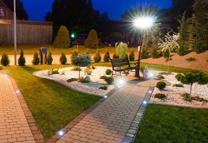 функциональная подсветка участка загородного дома