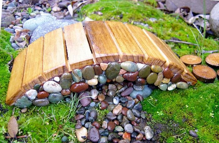 маленький мостик из камня