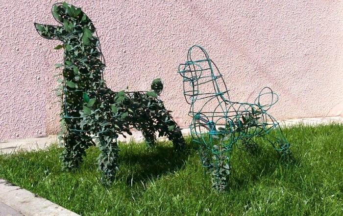 скульптуры из проволоки с плющом